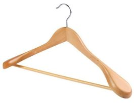 Вешалка костюмная с перекладиной и широкими плечами натуральный цвет