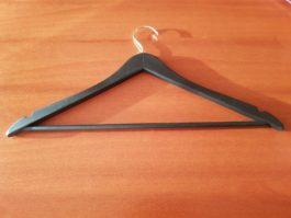 Вешалка деревянная с поворотным крючком и перекладиной цвет черный матовый