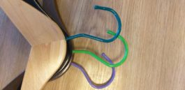 Крючок поворотный цветной