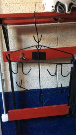 Стальная вешалка для хоккейной формы