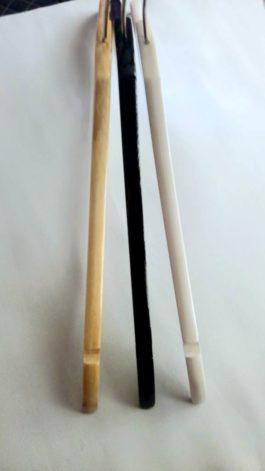 Вешалка деревянная с поворотным крючком белая
