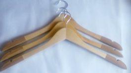 Плечики деревянные с поворотным крючком, флокированные